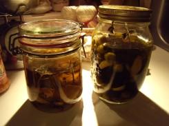 Gekonfijte look en sjalot, olijven