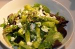 Lauw slaatje groene asperges